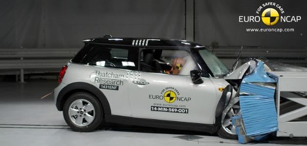 crash test Mini 2014