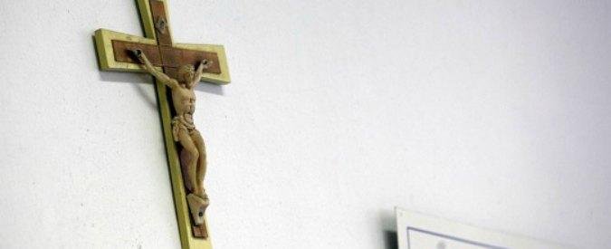 Trieste, professore gay tolse crocifisso da aula: ufficio scolastico lo sanziona