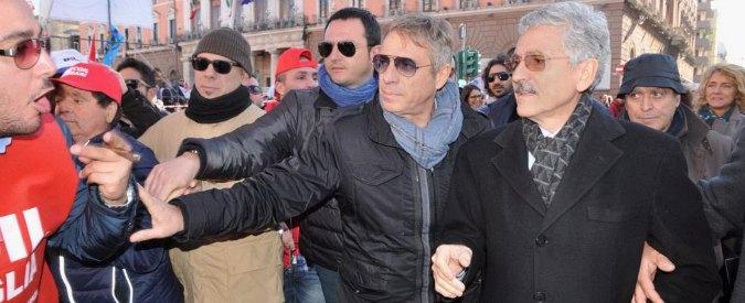 """Sciopero generale, D'Alema contestato a Bari: """"Venduto buffone"""""""