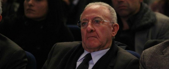 Salerno, il sindaco De Luca condannato a un anno. E' candidato alle primarie Pd