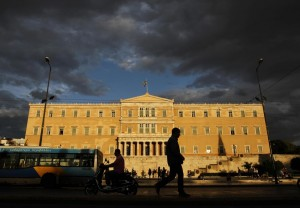 Evangelos Venizelos lascia il Parlamento dopo il varo delle misure anti crisi