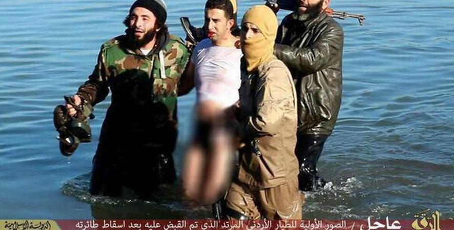 """Siria, Stato islamico: """"Abbiamo abbattuto un aereo della Coalizione a Raqqa"""""""