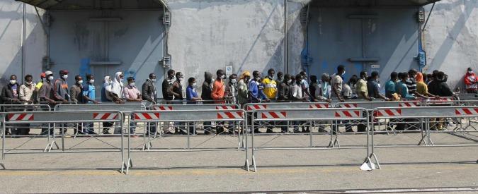 Sicilia, si rovescia gommone: 10 migranti morti. Soccorsi a centinaia