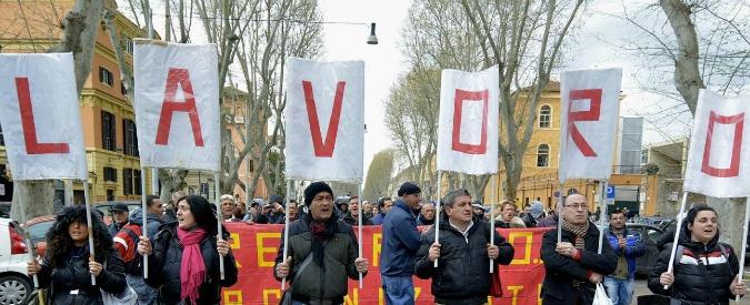 """Lavoro, Istat: """"Nel 2015 tasso disoccupazione all'11,9% contro il 12,7 del 2014. 186mila nuovi occupati"""""""