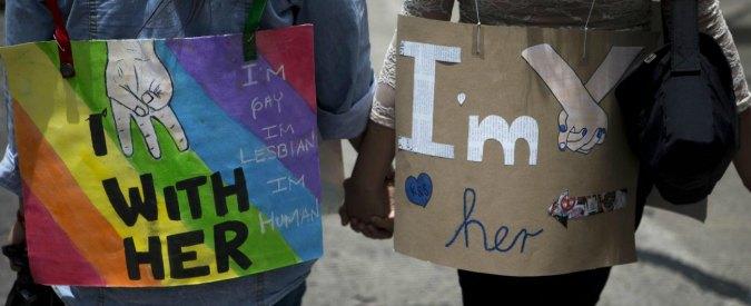 """""""Dirsi lesbica"""": indagine sull'amore al femminile tra tabù sociali e sesso"""