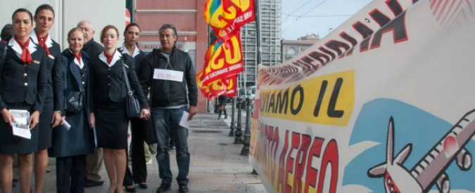 Crisi Meridiana, sit-in dei lavoratori davanti casa dell'Aga-Khan