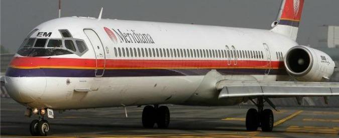 Catania, aereo Meridiana perde ruota sulla spiaggia. Atteraggio d'emergenza all'aeroporto di Fontanarossa