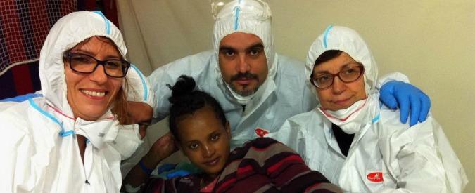 Migranti, 1.300 sbarcano in Sicilia: cinque vittime. Bambino nasce sulla nave