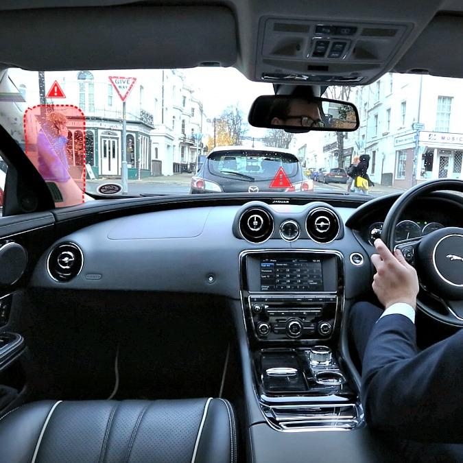 """Jaguar Land Rover, visione a 360 gradi grazie ai """"montanti trasparenti"""""""