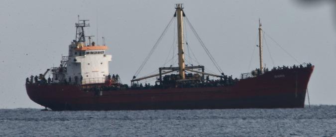 Migranti, soccorsi in 800 nel Canale di Sicilia. Viaggiavano col pilota automatico