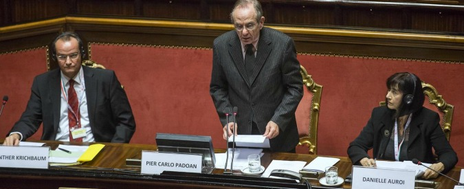 Padoan chiede mano libera su aiuti di Stato 'per colmare carenza investimenti'