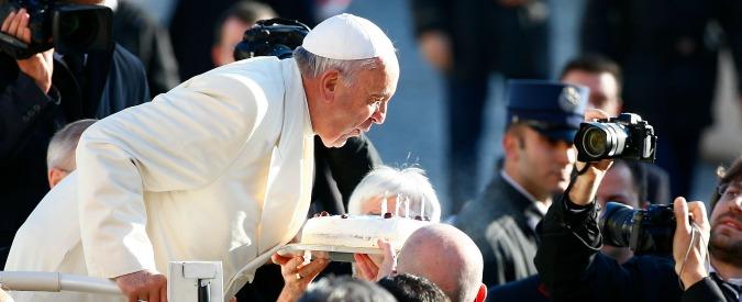 Papa Francesco festeggia il suo 78° compleanno con i poveri e i clochard