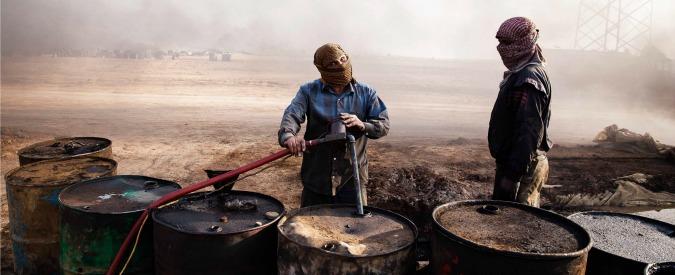 Petrolio, nel regolamento di conti tra Arabia, Russia e Iran il prezzo crolla