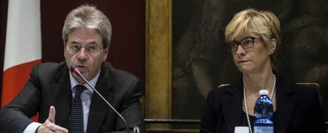 """Marò, ministro Gentiloni: """"Urgente richiamare l'ambasciatore a Nuova Delhi"""""""