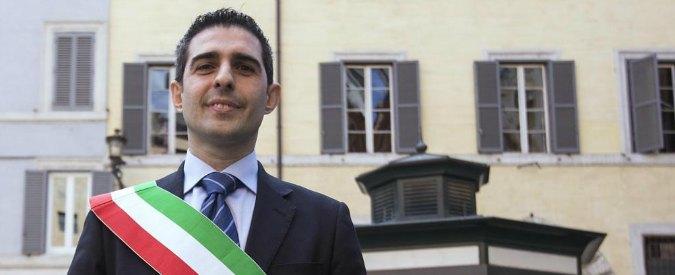 Pizzarotti si presenta alla festa del dem Bonaccini. Per il sindaco di Parma c'è tentazione lista civica sostenuta da Pd
