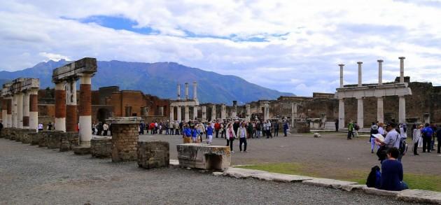 Pompei, continua ad affascinare la città antica distrutta dall'eruzione del Vesuvio del 79 d.C.