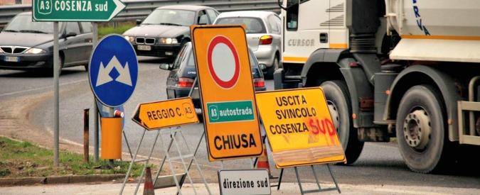 Salerno-Reggio Calabria, 4 ragazzi morti in incidente stradale. Auto si scontra con tir