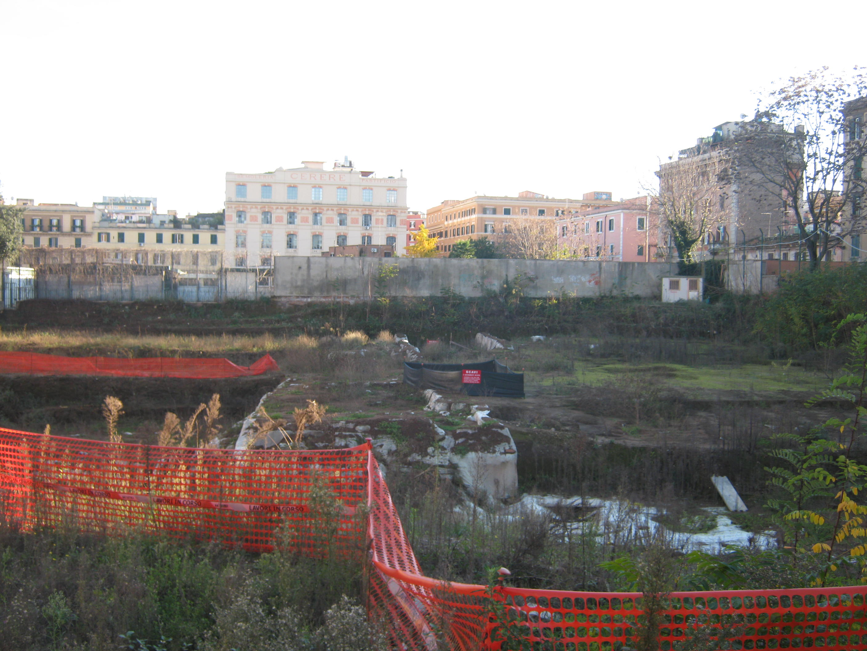 Archeologia: campo da calcio, poi parcheggio, forse piscina. Si costruisce sulla villa romana