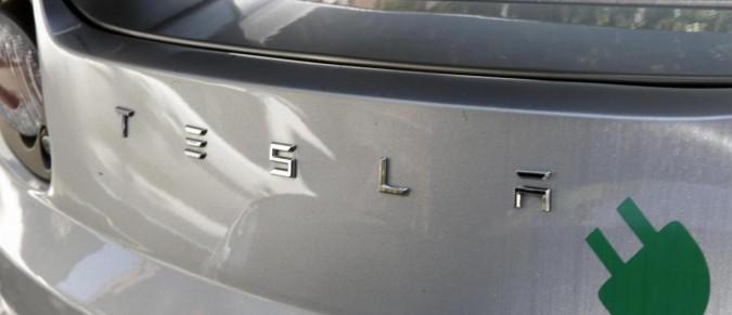 Tesla, auto elettriche cariche in 90 secondi
