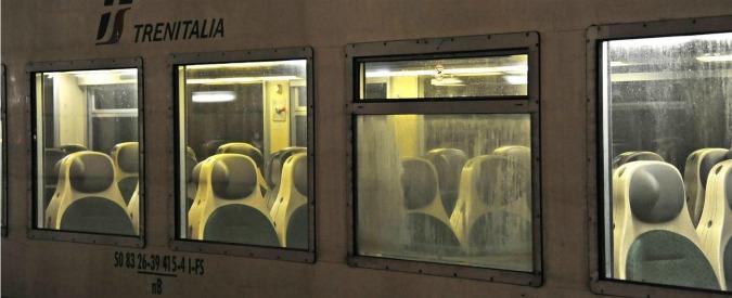 """Trenitalia, sequestrati a Bari otto treni: """"Sversano sulle rotaie liquami dei bagni"""". Indagato il responsabile manutenzione"""