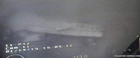 """AirAsia, fusoliera dell'aereo ritrovata nel mar di Giava: """"E' quella del volo QZ8501"""""""