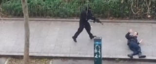 """Charlie Hebdo, strage a Parigi: 12 morti. """"Identificati gli attentatori"""""""