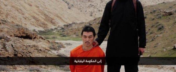 """Isis, decapitato ostaggio giapponese. Il boia: """"Siamo assetati del vostro sangue"""""""