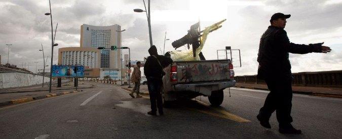 """Libia, miliziani Isis attaccano prigione a Tripoli: 9 morti. """"Liberati alcuni terroristi"""""""