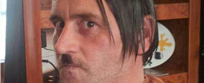 Germania, leader Pegida posa in foto come Adolf Hitler. Poi si dimette