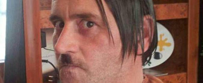 Germania, leader Pegida posa in foto come Adolf Hitler. Poi si dimette