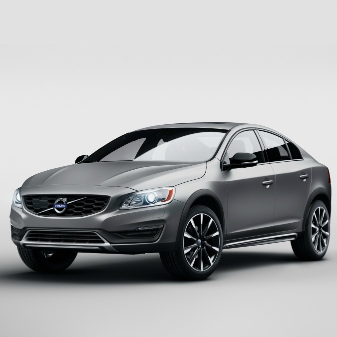 "Volvo S60 Cross Country, ora anche le berline si ""travestono"" da Suv"