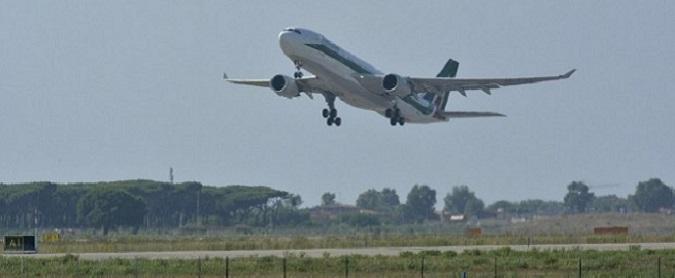 """Tasse su biglietti, associazione trasporto aereo contro aumento: """"Distruggerà 2.300 posti di lavoro e 146 milioni di pil"""""""