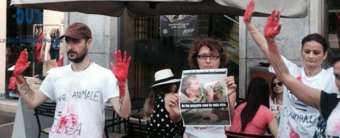 Animalisti contro McDonald's: doppio blitz in centro a Milano