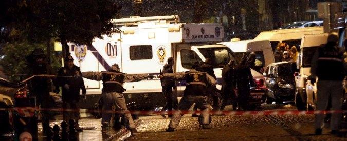 Istanbul, donna kamikaze contro commissariato. Un agente morto