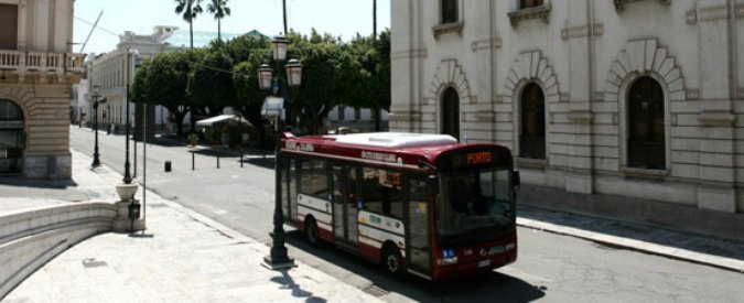Reggio Calabria, manca l'assicurazione e la città rimane senza autobus
