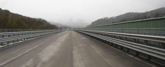 Tivoli, due persone morte dopo essere precipitate da cavalcavia dell'autostrada Roma-L'Aquila