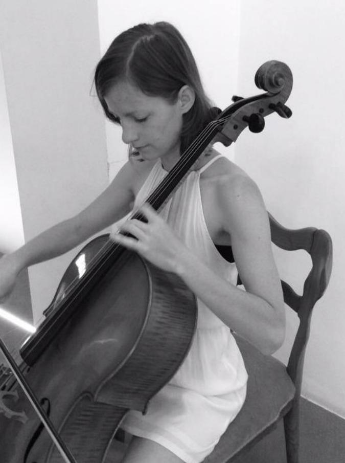 """Naomi Berrill, """"From the ground"""" è l'album d'esordio della violoncellista"""