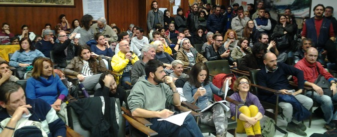 """Carrara, Comune occupato da due mesi: """"Dopo alluvione, sindaco deve lasciare"""""""