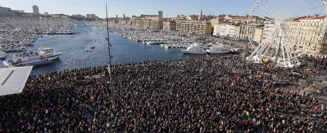 Charlie Hebdo, manifestazioni in tutta Francia. Domani a Parigi i leader europei