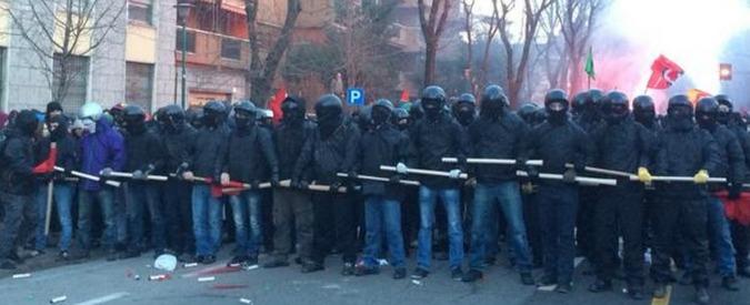 Cremona, scontri con polizia a corteo centri sociali per militante ferito da Casapound