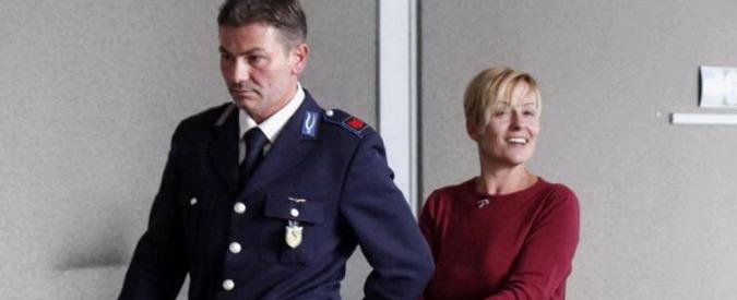 L'infermiera che fece il selfie col cadavere resta in carcere: 'Dispensatrice di morte'