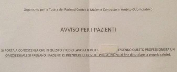 """Massa, cartello davanti a studio medico: """"Attenti alle malattie, il dentista è gay"""""""