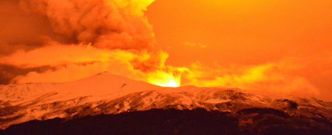 Catania, chiuso l'aeroporto Fontanarossa a causa dell'eruzione dell'Etna
