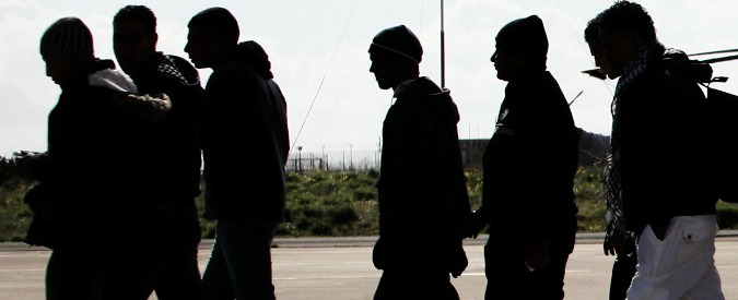 "Avellino, un sindaco: ""Extracomunitari indossino catarifrangenti lungo strade"""