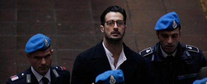 Fabrizio Corona, nuovo processo a Rimini: restò troppo in locale notturno