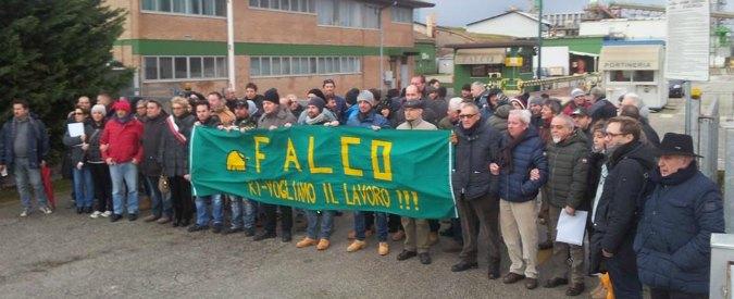Crisi Falco, operai licenziati in presidio davanti alla fabbrica per l'ultima sirena