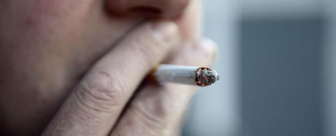 Divieto di fumo in auto, proposta firmata Razzi-Scilipoti. Multe da 161 a 646 euro