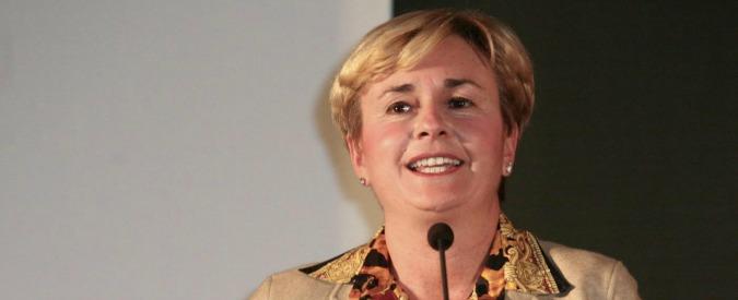 """Federica Guidi, il ministro si dimette dopo intercettazioni su caso Eni: """"Buona fede, ma opportunità politica"""""""