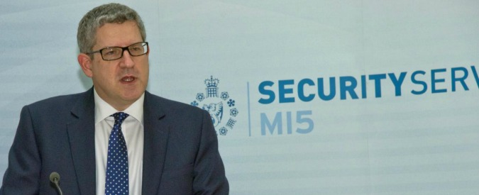 Regno Unito, i servizi segreti assumono spie: ma non possono avere tatuaggi