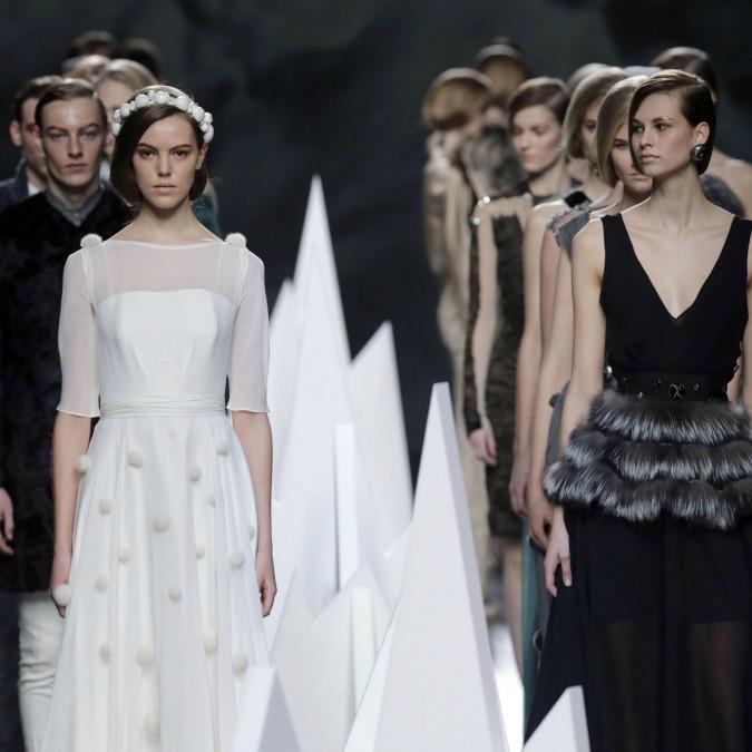 Moda, la Cina è qui da noi: le griffe sfruttano il lavoro come a Prato